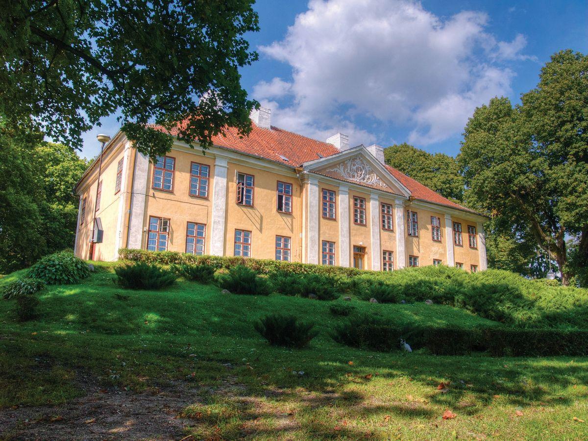 Smolajny – Pałac biskupi